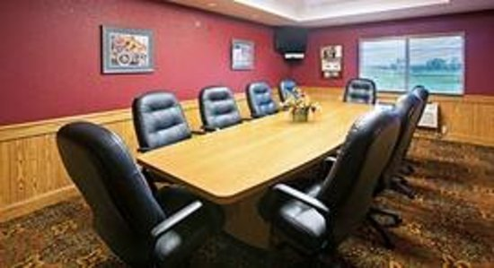 AmericInn Lodge & Suites Anamosa: AmericInn Anamosa Hotel - Meeting  Room