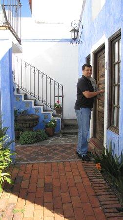 Casa Capuchinas:                   Entrando a la habitacion