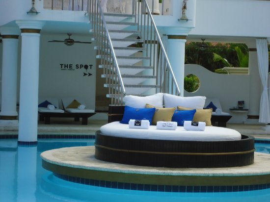 The Tropical at Lifestyle Holidays Vacation Resort : V.I.P. Pool area