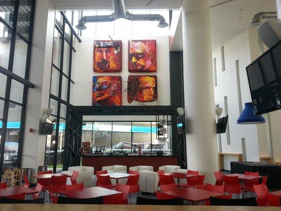 Ramada Encore Guadalajara:                   Bar y Restaurante