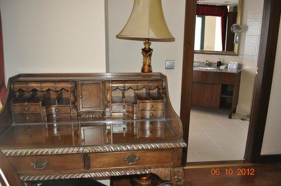 Delphin Palace Hotel:                   Pokój i łazienka