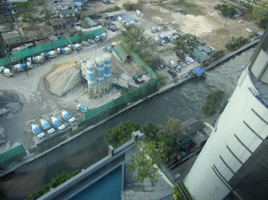 Novotel Bangkok Platinum Pratunam:                   River beside the hotel