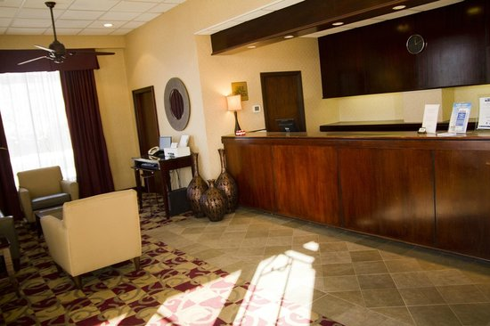 America's Best Inns & Suites: Lobby and Business Area