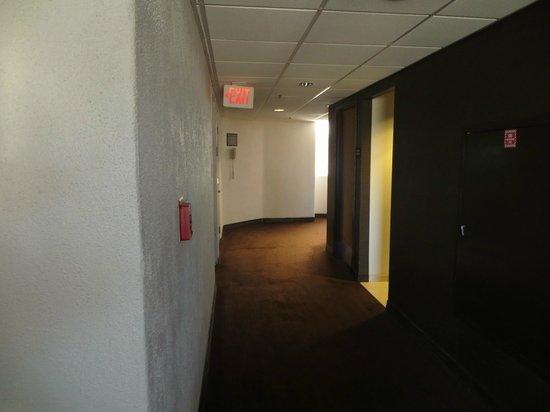 Hyatt Palm Springs :                   dark corridor ouside elevator