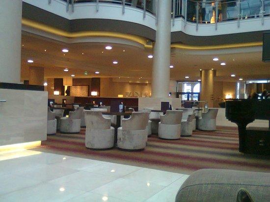 Hilton Berlin:                   lobby bar