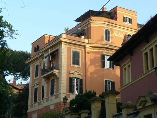 Hotel San Anselmo: Hotel exterior