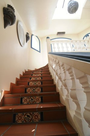 Le Petit Hotel: Stiarway to Heaven