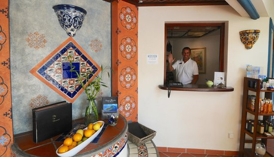 Le Petit Hotel: Jean-Francois, ready to greet you!