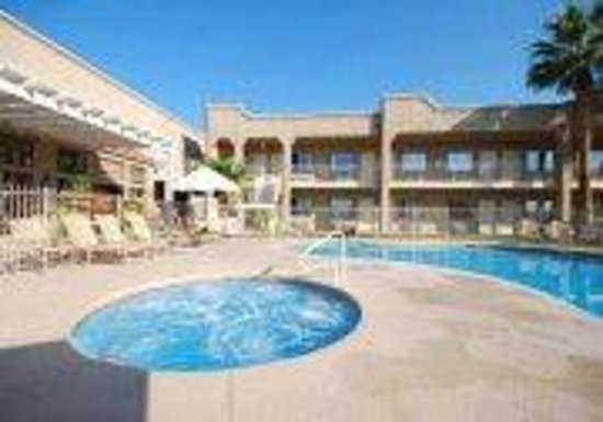 Clarion Suites: Heated Pool Open all year