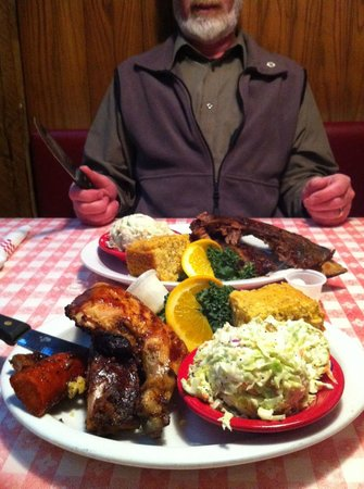 Ludy's Main Street BBQ: Freddys Platter fit for two