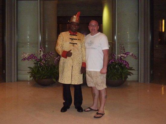 فيرمونت سنغافورة: Hotel Doorman