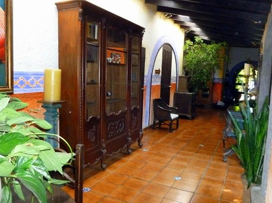 Hotel Casa Naranja:                   Part of lobby area