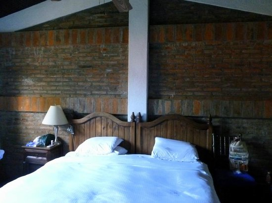 Hotel Casa Naranja:                   Brick above king-sized bed