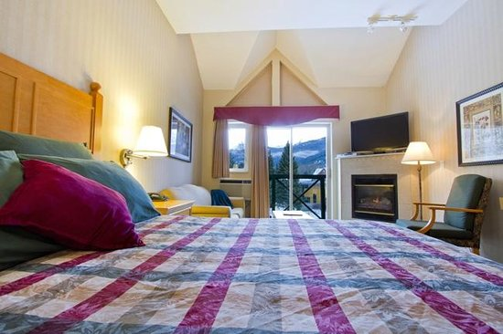 Pinnacle Hotel Whistler: Deluxe Studio with one Queen bed & Sofa bed