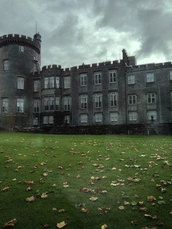 Dromoland Castle Hotel: Driving up to the castle
