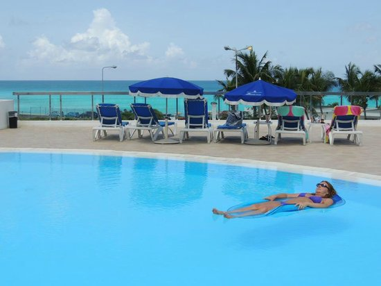 Royal Islander Club La Plage:                   VERY nice pool deck