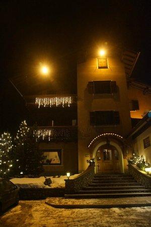 Hotel Adele:                   hotel nocą