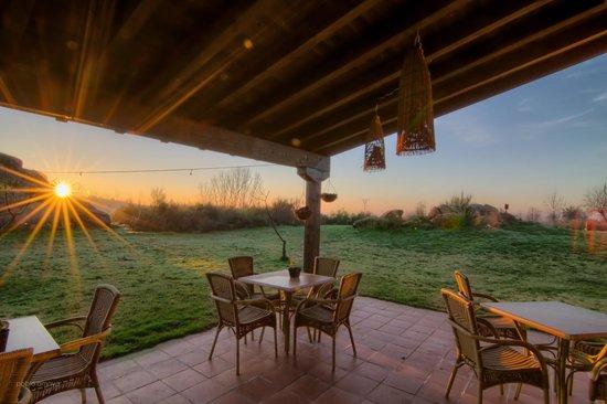 Hotel Rural Llano Tineo: Amanece en el porche
