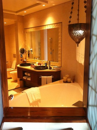 Raffles Dubai:                   bathroom