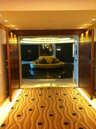 Raffles Dubai:                   coridoor