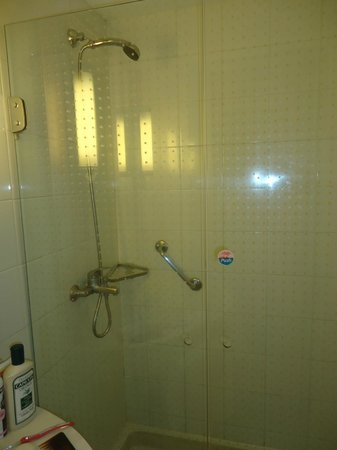 Ibis Montevideo: ducha