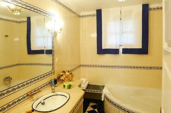 Casa do Adro: Casa de Banho  ( 2 )