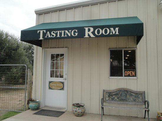 Bella Vista Ranch:                   Pre-fab, non-descript Tasting Room & welcoming Gift Shop