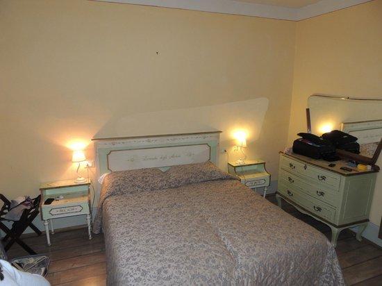 Hotel Azzi - Locanda degli Artisti:                   camera letto