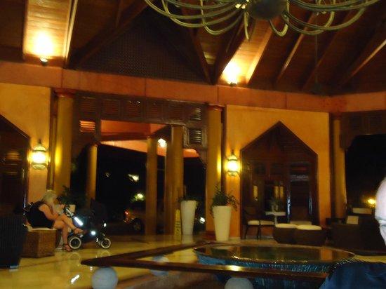 VH Gran Ventana Beach Resort:                   Inside the lobby