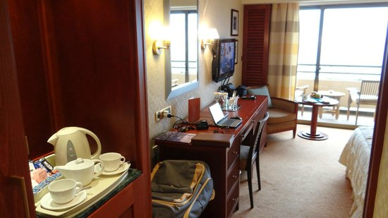 Four Seasons Hotel: Sea view suite 421