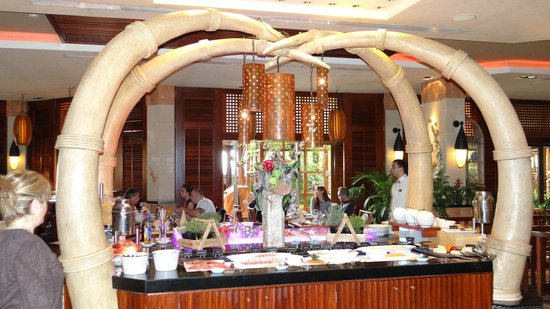 Four Seasons Hotel: Cafe Tropical -Breakfast time