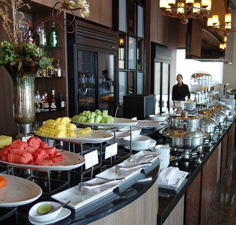 The Continent Hotel Bangkok by Compass Hospitality: Breakfast.