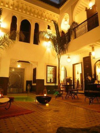 Riad Charme d'Orient:                   patio de nuit