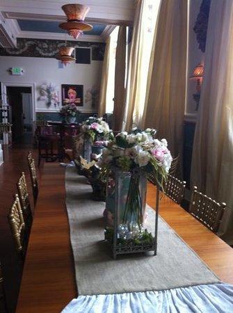 Marie Antoinette's Cupcake Parlor:                   beautiful interior