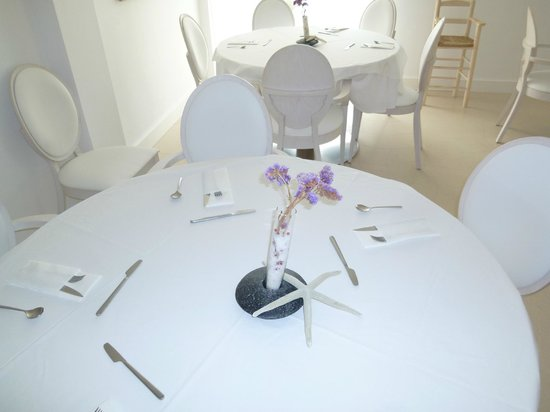 Es Mares Hotel&Spa:                   dining room where breakfast is served