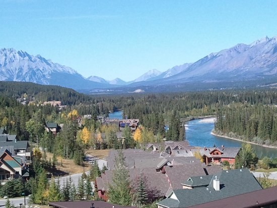 WorldMark Canmore-Banff :                   spectacular view from the freeway! !