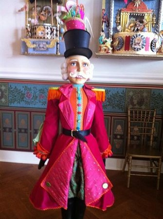 Marie Antoinette's Cupcake Parlor:                   fun place! :)