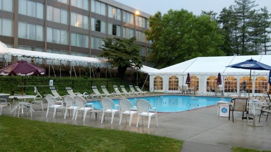 Clarion Hotel & Conference Center at Exton: Wyndham Garden Exton outdoor pool2 with tent