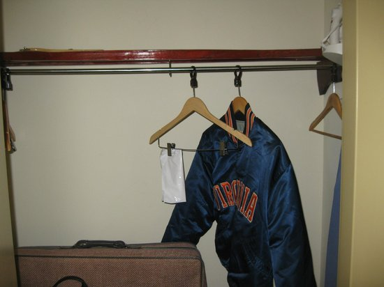 Comfort Suites Salem: closet
