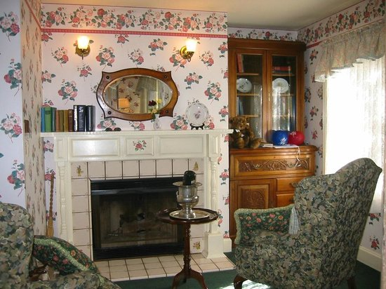 Gosby House Inn - A Four Sisters Inn:                   The sitting area