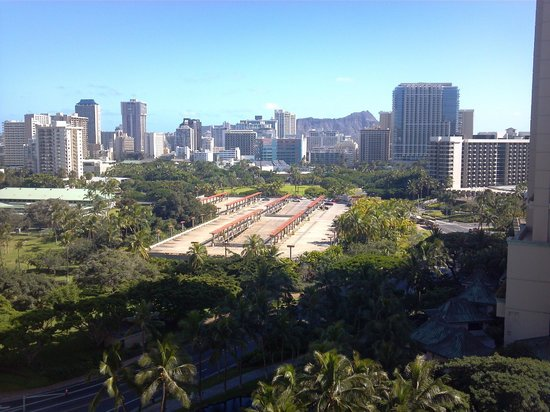 Aqua Palms Waikiki:                   View of Ft Derussy Park from 11th floor of the Aqua Palms