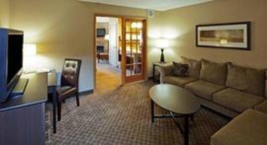 AmericInn Hotel & Suites Hartford: AmericInn Hartford - Suite-2