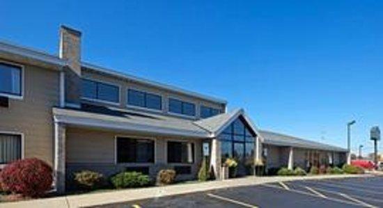 AmericInn Hotel & Suites Hartford: AmericInn Hartford - Exterior