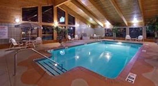 AmericInn Hotel & Suites Hartford: AmericInn Hartford - Pool