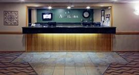 AmericInn Hotel & Suites Hartford: AmericInn Hartford - Front Desk