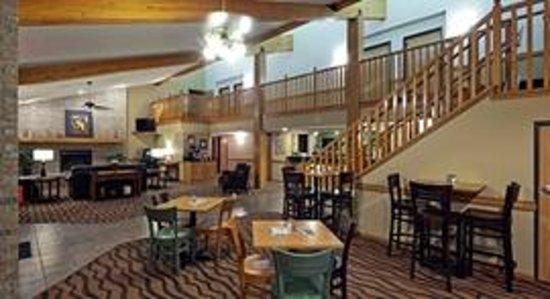 AmericInn Hotel & Suites Hartford: AmericInn Hartford - Lobby