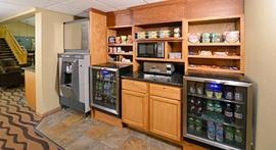 AmericInn Hotel & Suites Hartford: AmericInn Hartford - Breakfast Area-2