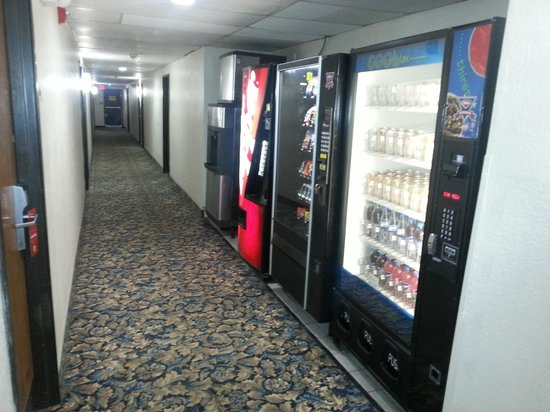 Super 8 Hampton: Vending/Ice