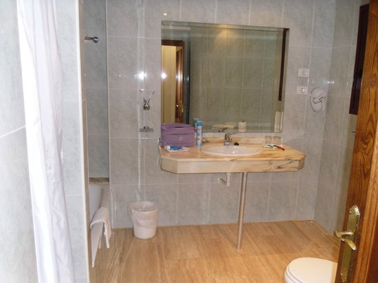 Hotel & Villas Paradise Dunas:                   Bathroom (With Bath and Seperate Shower)