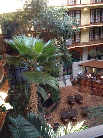 Aksarben Suites Omaha: Hotel Atrium